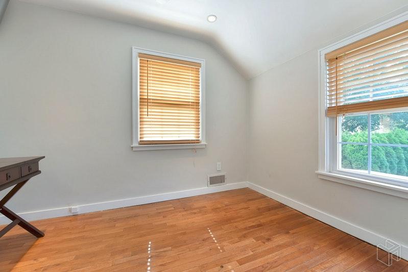 1678 BROAD STREET, Bloomfield, $399,000, Web #: 19019789
