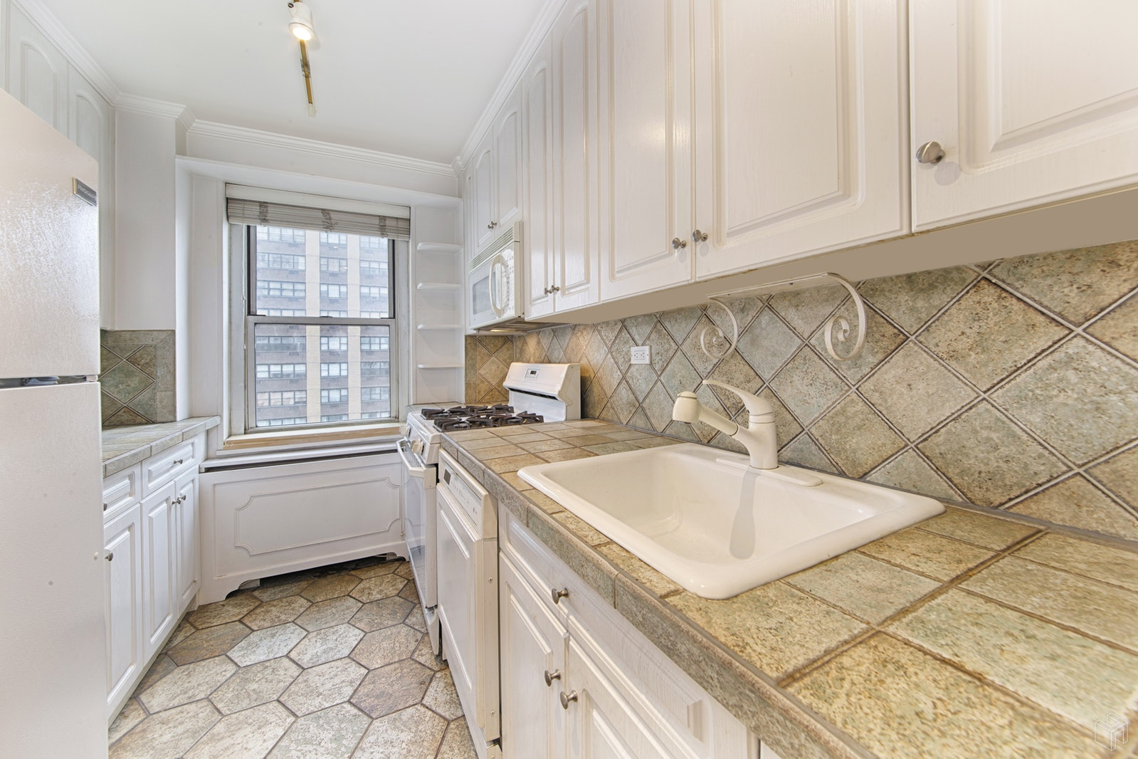 201 EAST 79TH STREET 8F, Upper East Side, $1,395,000, Web #: 19050486
