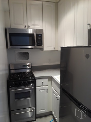 210 EAST 58TH STREET 3D, Midtown East, $2,295, Web #: 19053466