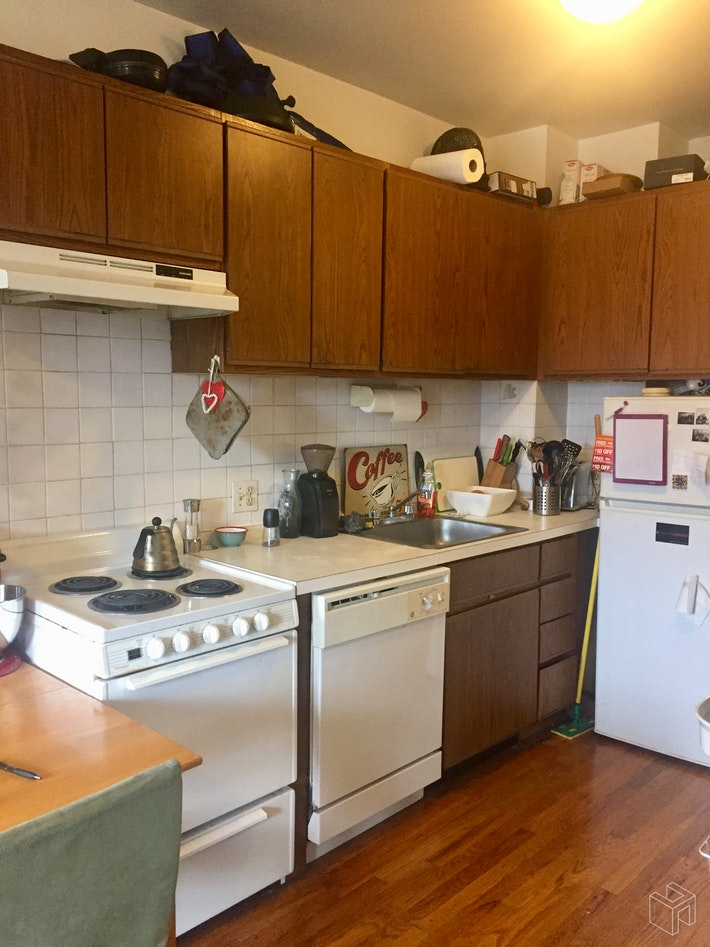 SUNNY 1BR IN COBBLE HILL, Cobble Hill, $1,750, Web #: 19094538