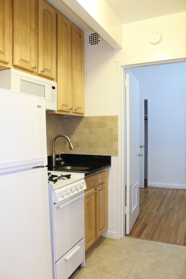 111 WEST 68TH STREET 3A, Upper West Side, $2,425, Web #: 19169682