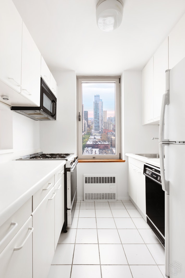 200 EAST 89TH STREET 16F, Upper East Side, $865,000, Web #: 19225769