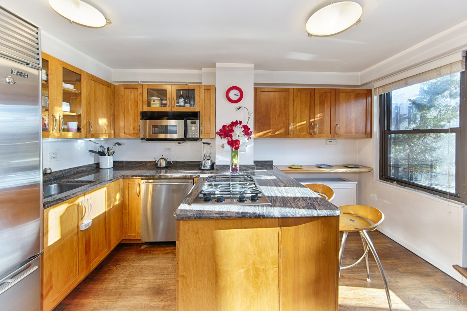 BEAUTIFUL 1BR AND TERRACE, 24HR DM, Gramercy Park, $3,850, Web #: 19242359