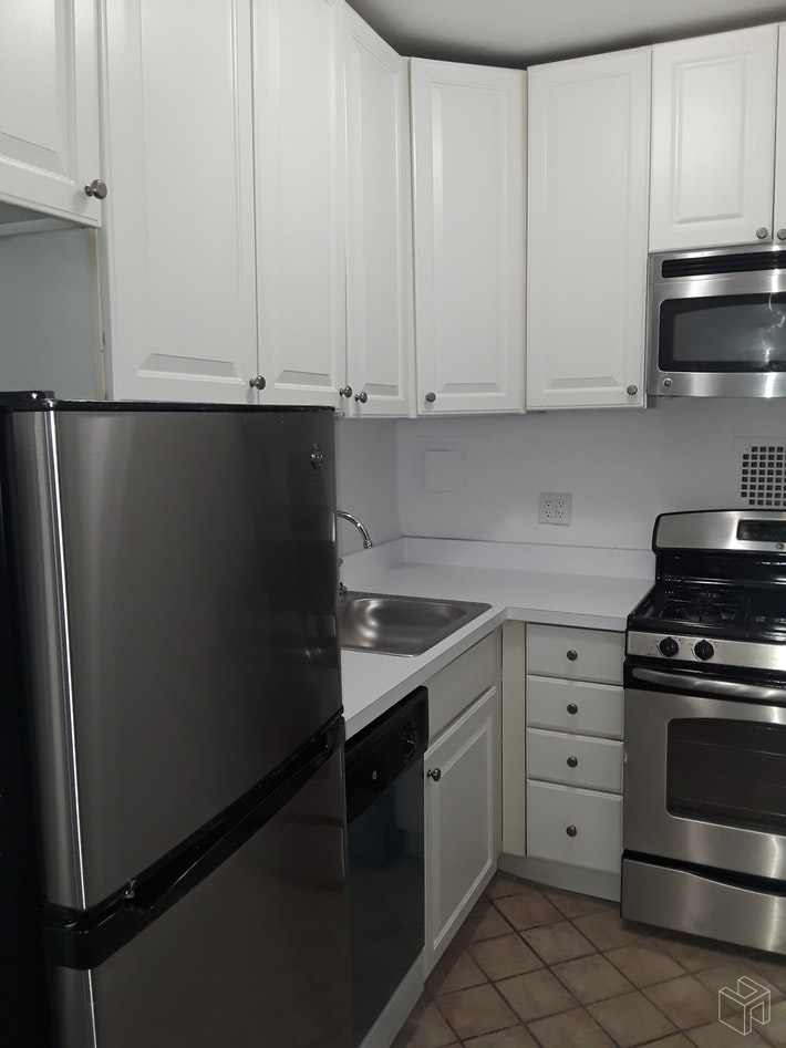 210 EAST 58TH STREET 2J, Midtown East, $3,050, Web #: 19405715