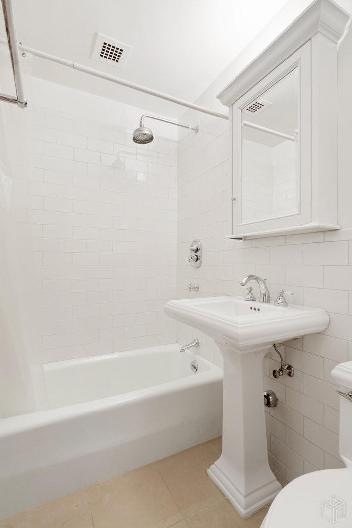 900 PARK AVENUE, Upper East Side, $2,500, Web #: 19465023