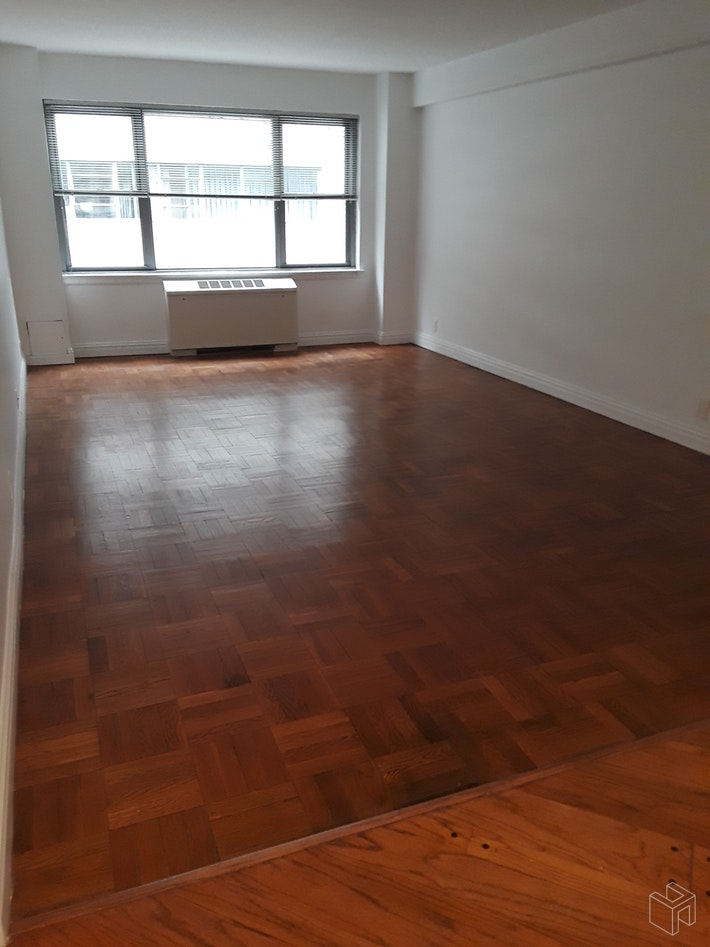 210 EAST 58TH STREET, Midtown East, $3,495, Web #: 19474046