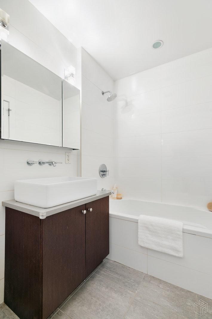 275 MANHATTAN AVENUE 1B, East Williamsburg, $999,999, Web #: 19495528