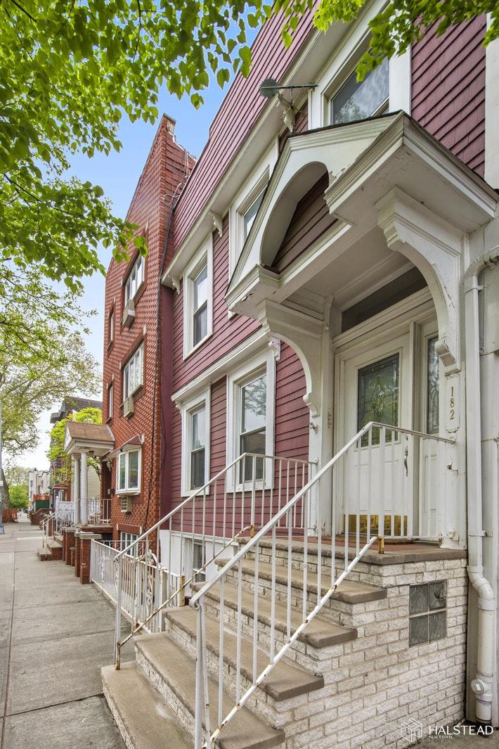 182 AINSLIE STREET 1, Williamsburg, $6,500, Web #: 19601511