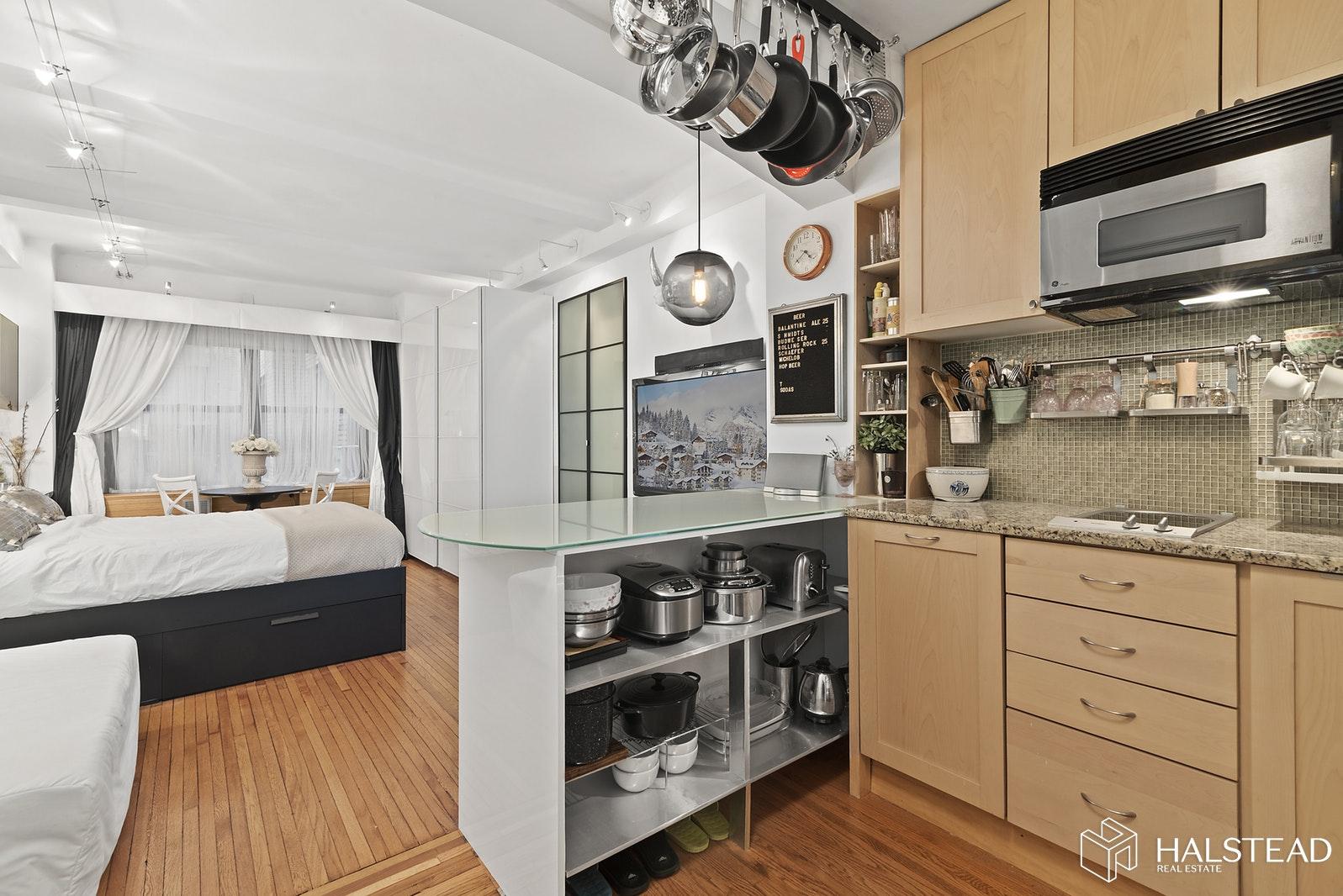 230 CENTRAL PARK WEST 3H, Upper West Side, $2,500, Web #: 19633461
