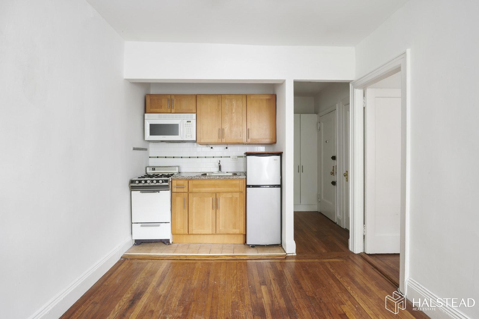 453 WEST 56TH STREET, Midtown West, $2,400, Web #: 19658789