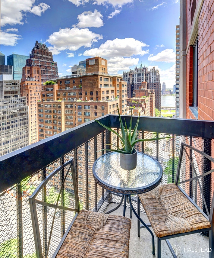 250 EAST 40TH STREET 20D, Midtown East, $685,000, Web #: 19659818