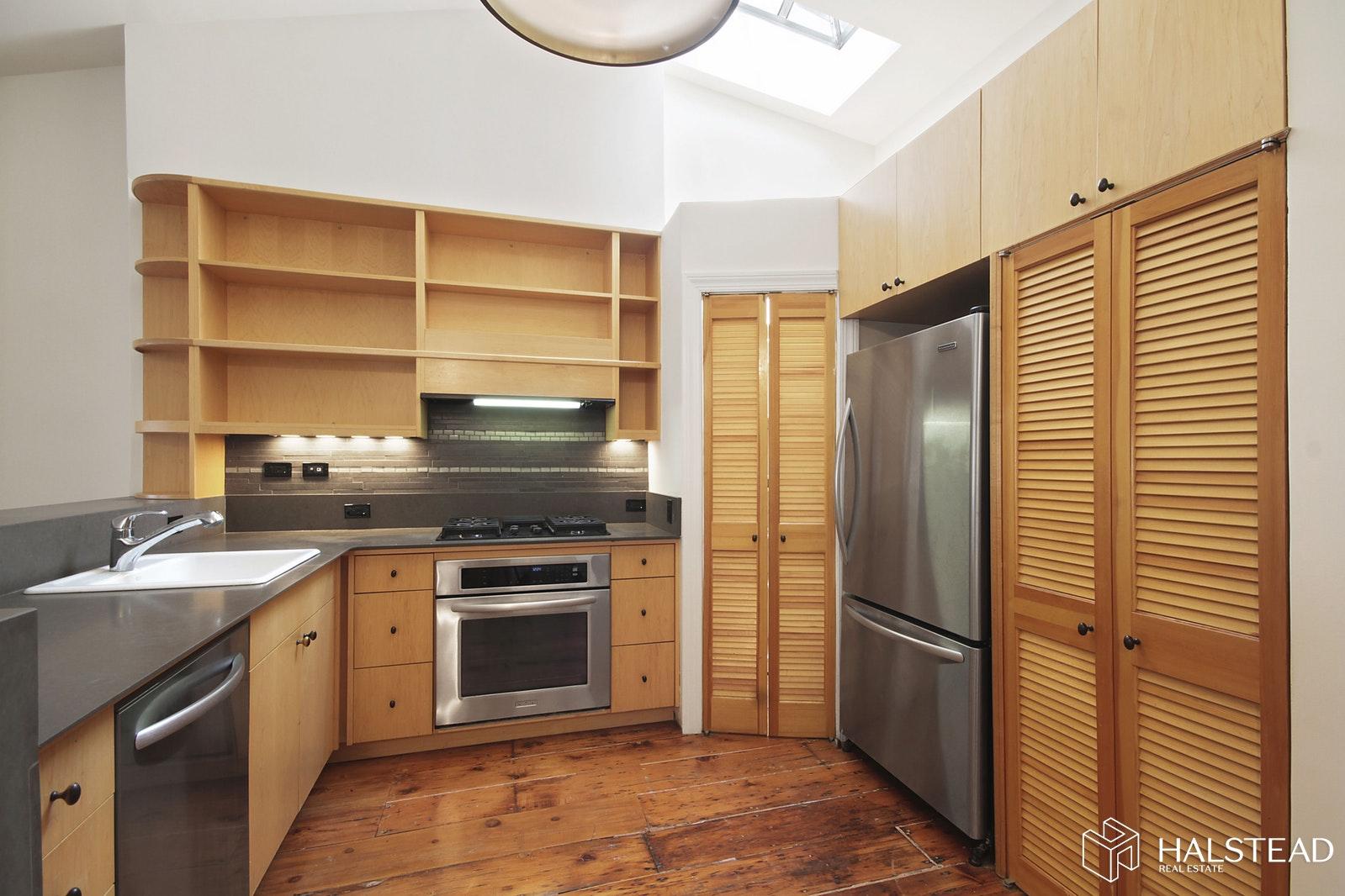 9 EAST 9TH STREET 5, Greenwich Village, $7,200, Web #: 19664470