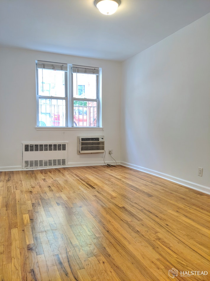 150 WEST 74TH STREET E, Upper West Side, $2,700, Web #: 19797374