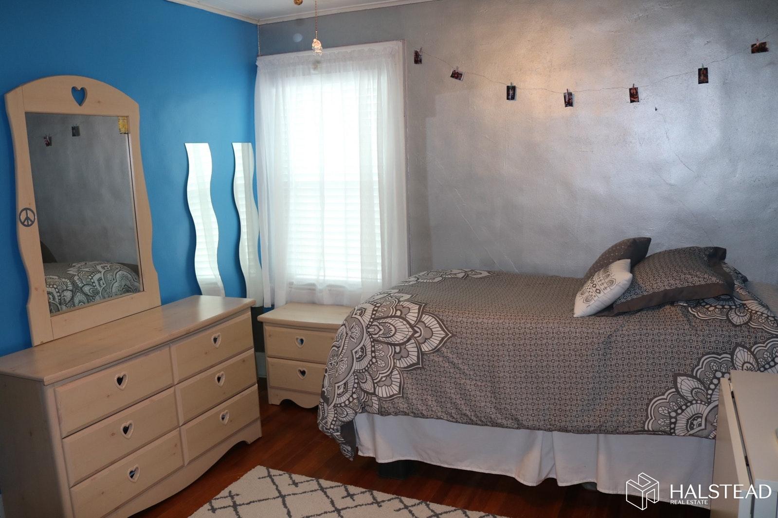 102 LEXINGTON AVENUE, Bloomfield, $330,000, Web #: 19826047