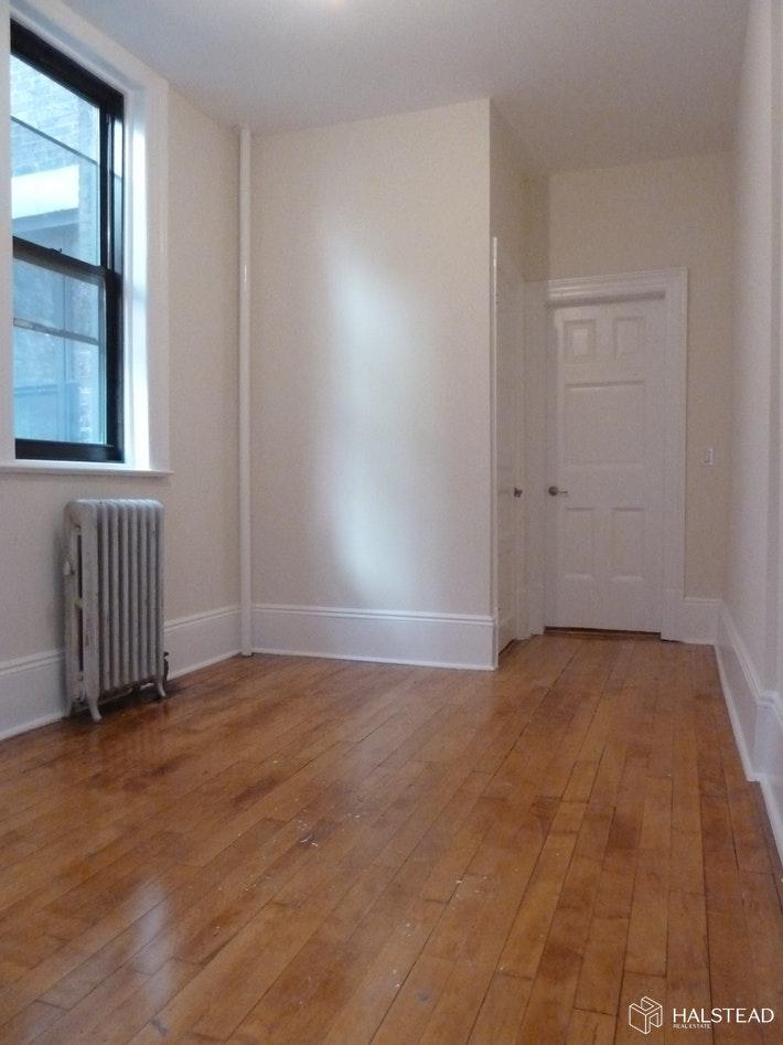 247 WEST 72ND STREET 3RE, Upper West Side, $3,300, Web #: 19860277
