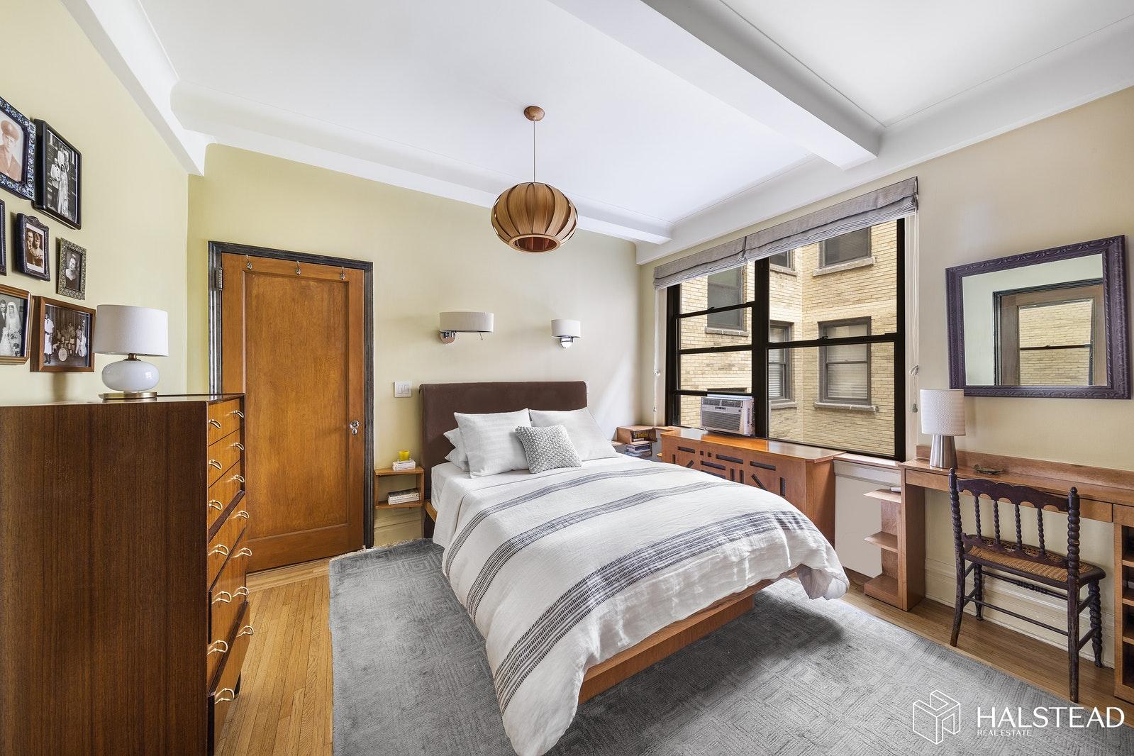 243 WEST 70TH STREET 5A, Upper West Side, $1,395,000, Web #: 19910405