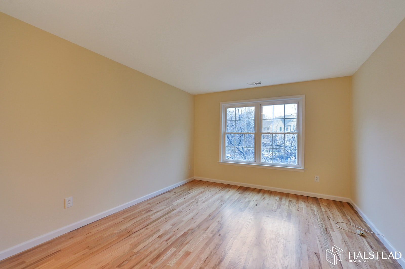 26 SPRUCE COURT, Clifton, $2,150, Web #: 19943254