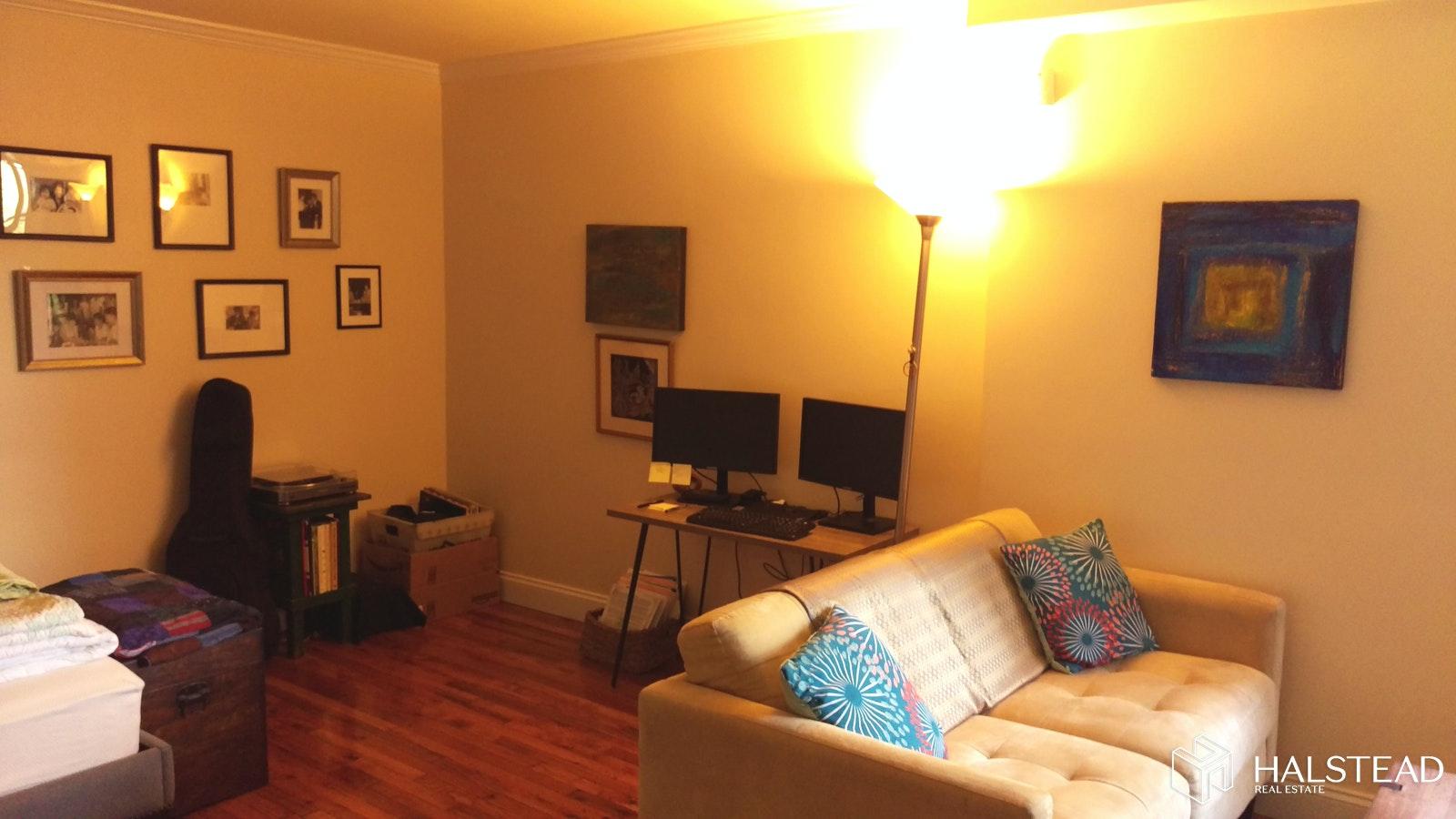 273 Bennett Avenue Interior Photo