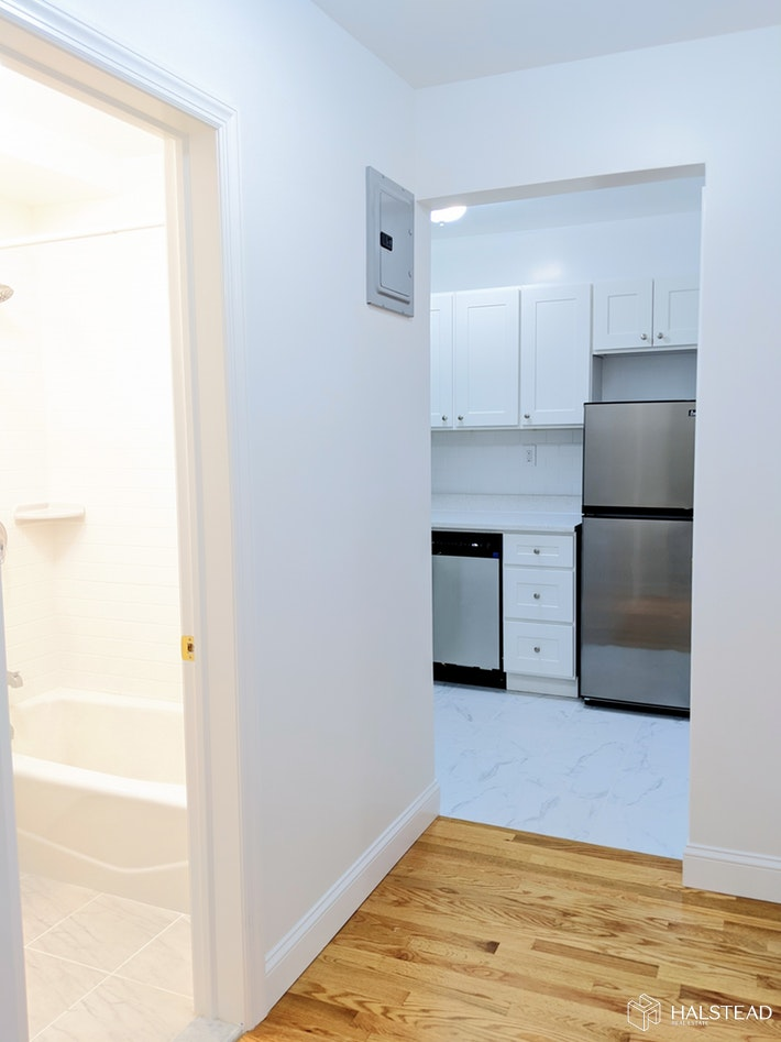 150 WEST 74TH STREET A, Upper West Side, $2,700, Web #: 20009771