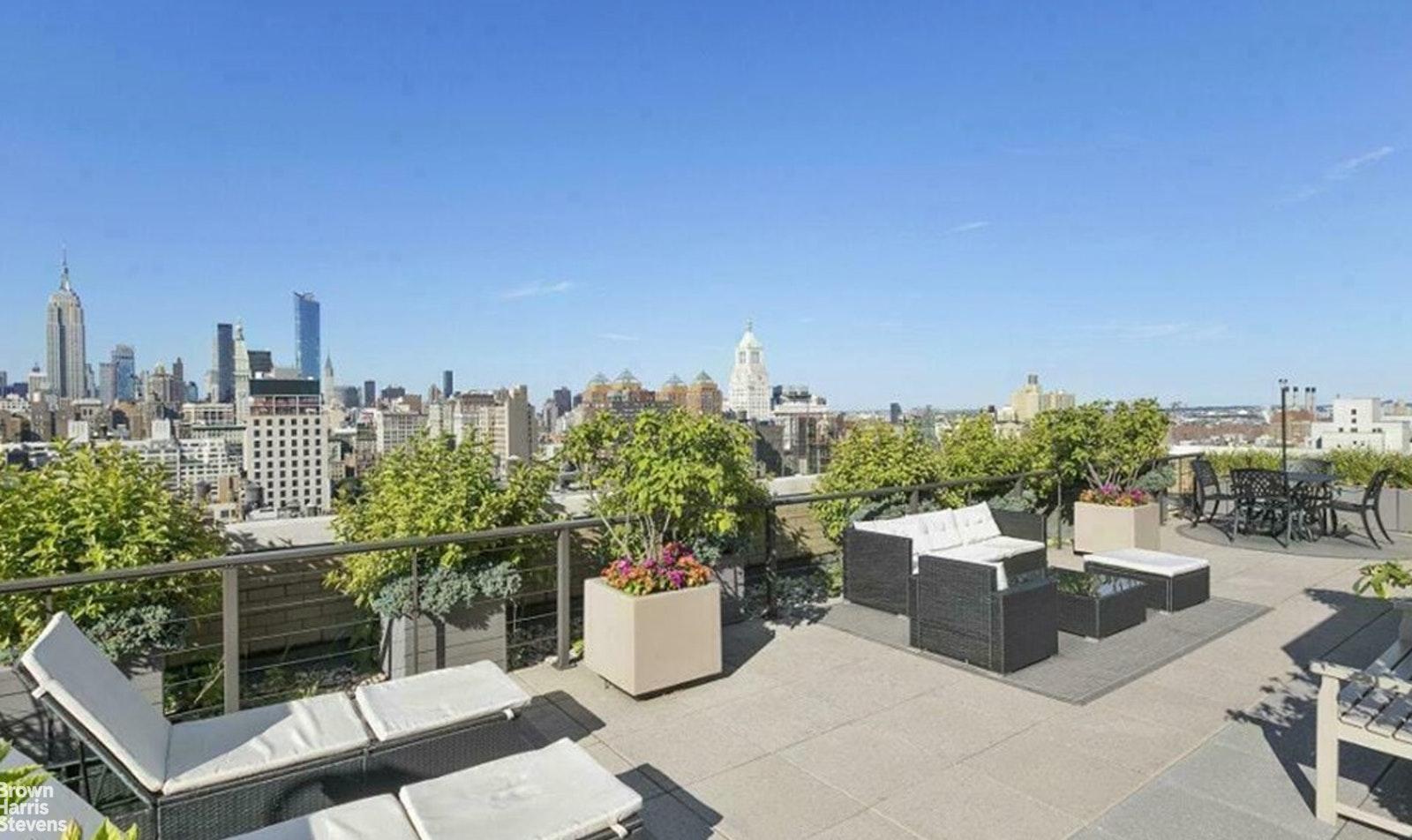 20 EAST 9TH STREET 6H, Greenwich Village, $1,395,000, Web #: 20011804