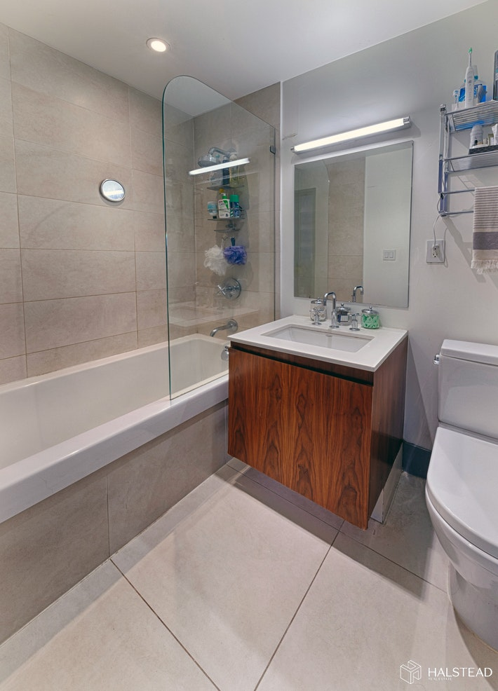 LARGE ONE BED WITH HOME OFFICE & TERRACE, Long Island City, $1,120,000, Web #: 20055345