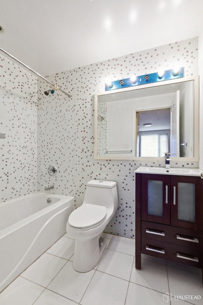 132 -03 SANFORD AVENUE, Flushing, $2,575, Web #: 20064031