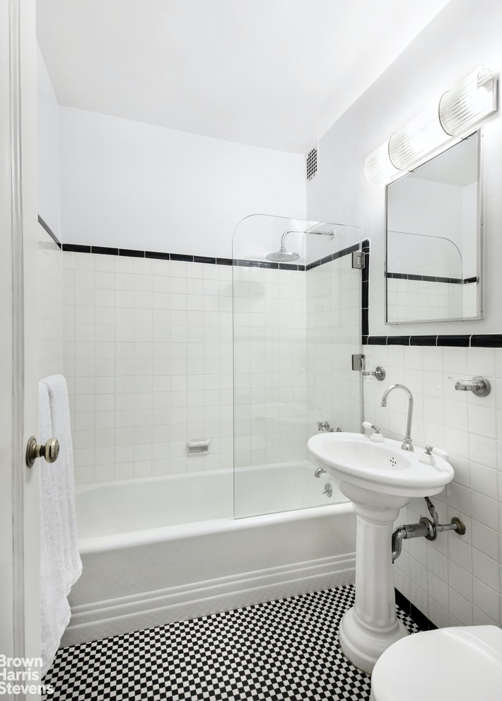 180 WEST 58TH STREET 4A, Midtown West, $2,135,000, Web #: 20065246