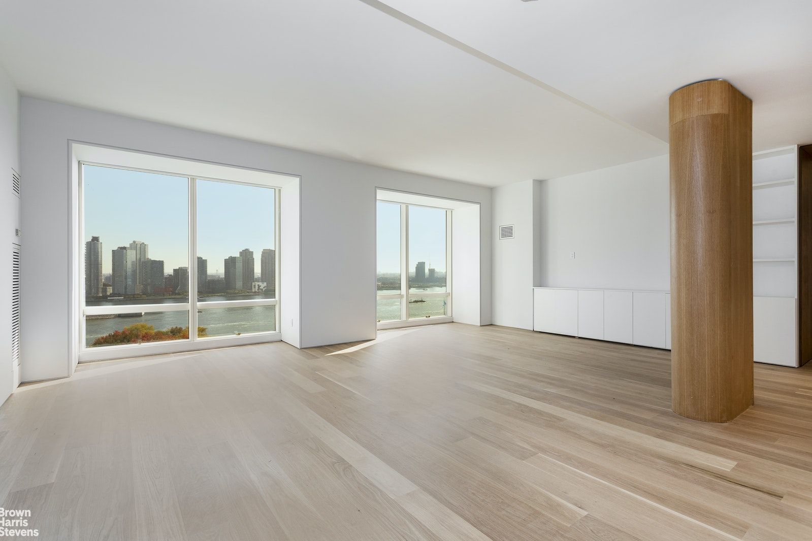 845 UNITED NATIONS PLAZA 17B, Midtown East, $3,995,000, Web #: 20151354