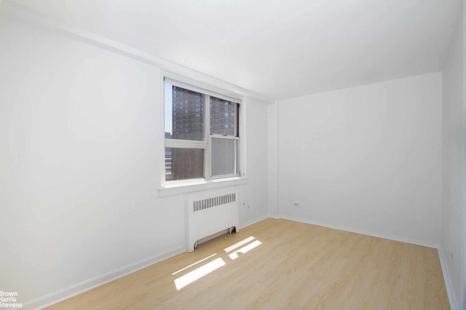 240 EAST 35TH STREET 11A, Midtown East, $899,000, Web #: 20174645