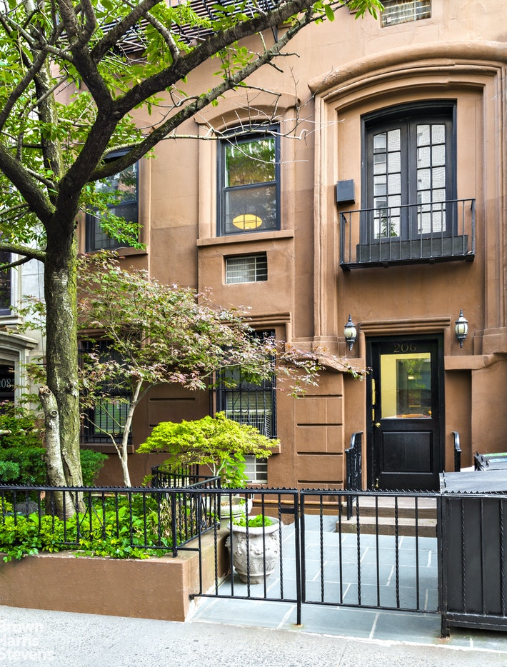 206 EAST 18TH STREET 4, Gramercy Park, $2,300,000, Web #: 20220824