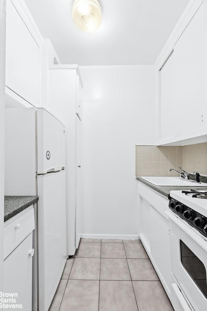211 EAST 18TH STREET 6L, Gramercy Park, $610,000, Web #: 20246320