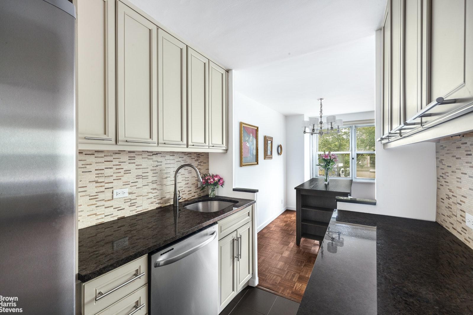 251 EAST 32ND STREET, Murray Hill Kips Bay, $599,000, Web #: 20266503