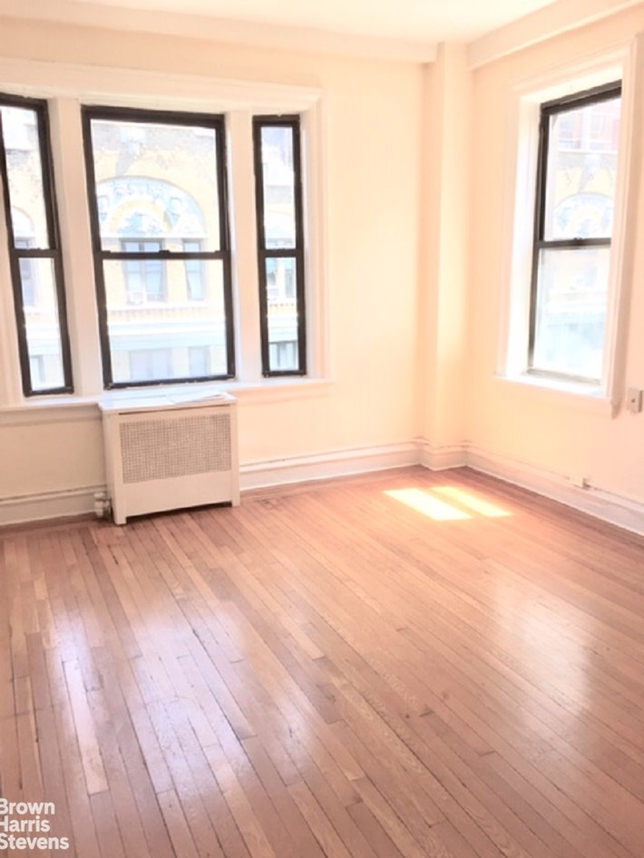 350 WEST 55TH STREET 9E, Midtown West, $2,962, Web #: 20283582