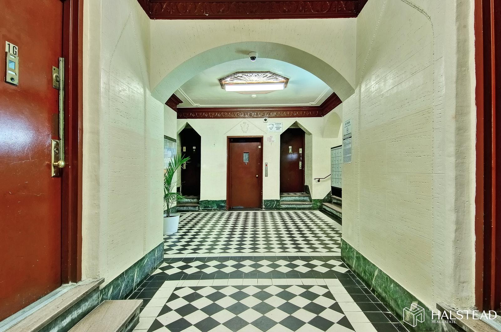 1015 Summit Avenue Interior Photo