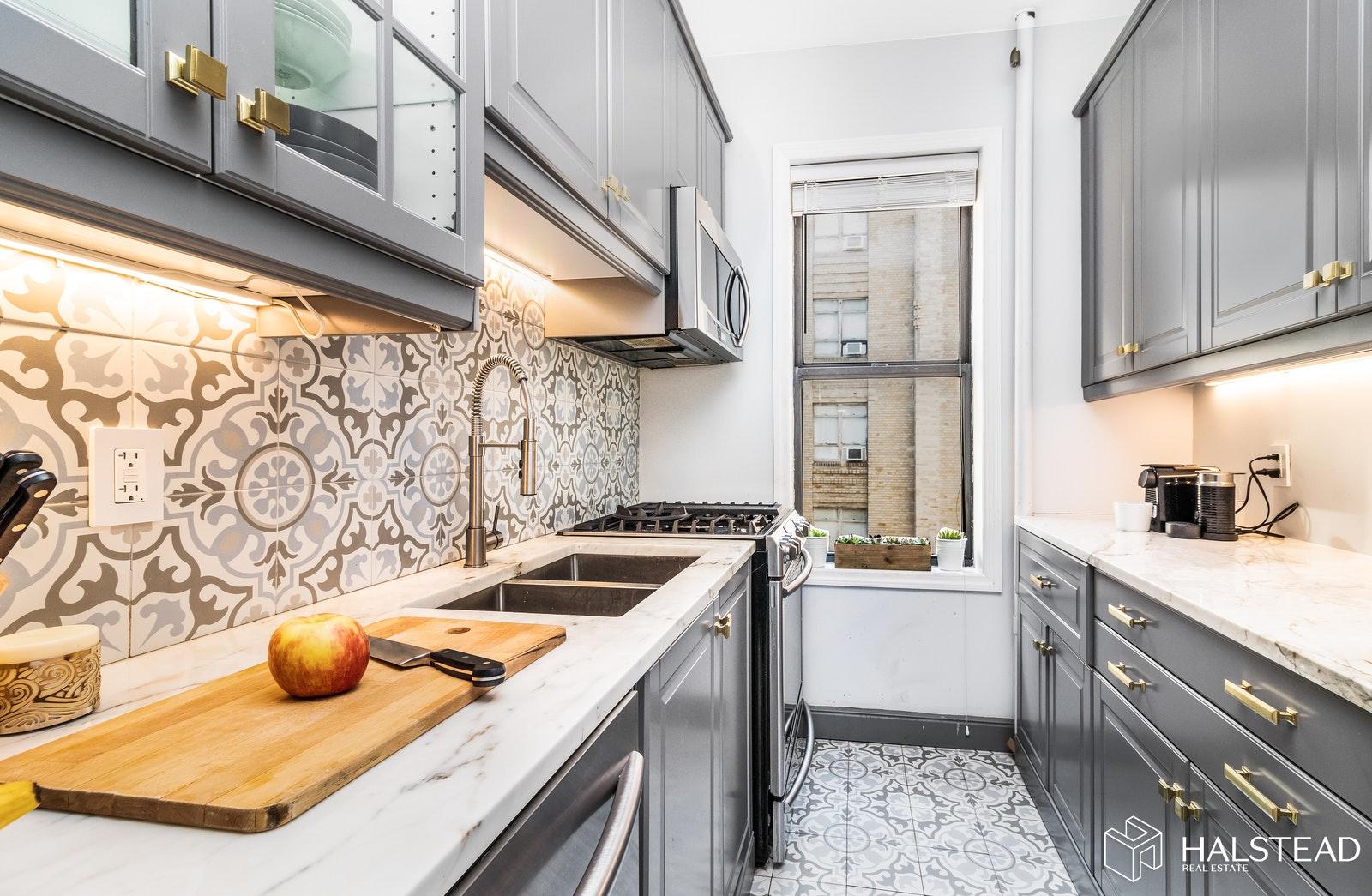 70 HAVEN AVENUE 6C, Washington Heights, $829,900, Web #: 20334003