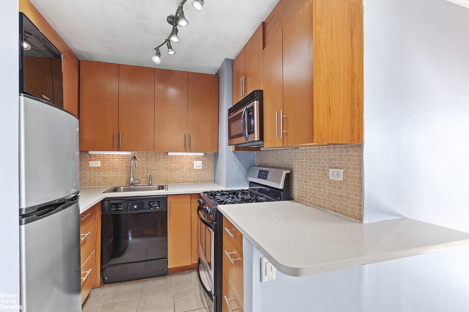 37 -31 73RD STREET 8J, Jackson Heights, $323,500, Web #: 20361105