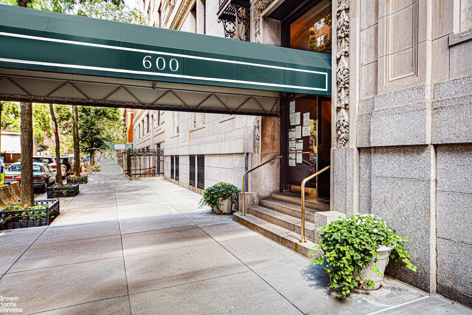 600 WEST END AVENUE 2D, Upper West Side, $1,795,000, Web #: 20364483