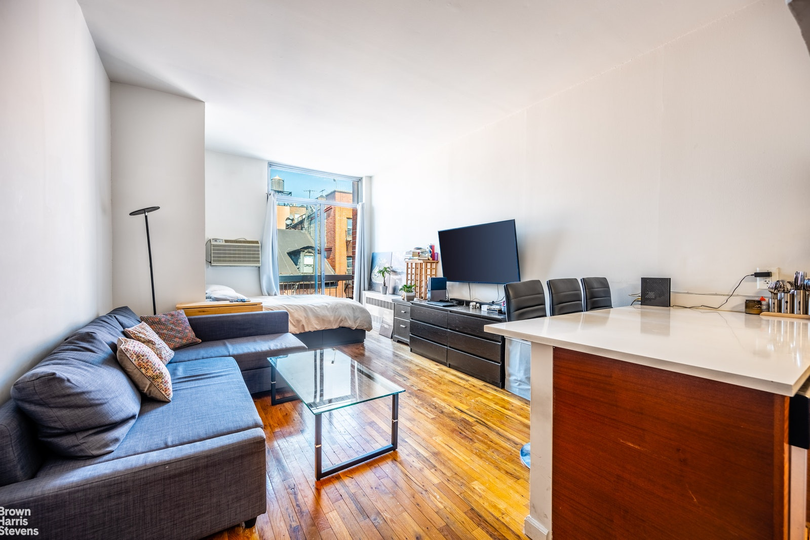 184 THOMPSON STREET 4P, Greenwich Village, $715,000, Web #: 20370357