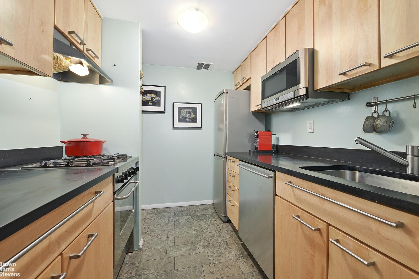 245 EAST 93RD STREET 2F, Upper East Side, $3,400, Web #: 20483661