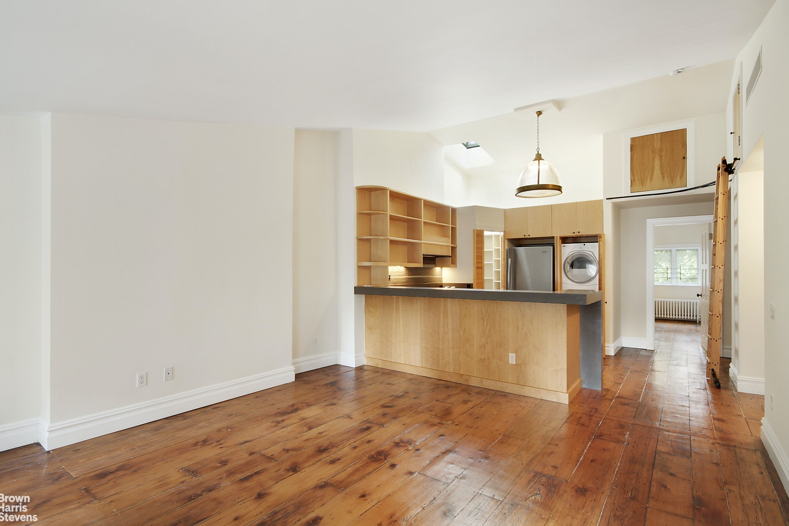 9 EAST 9TH STREET, Greenwich Village, $6,500, Web #: 20490610