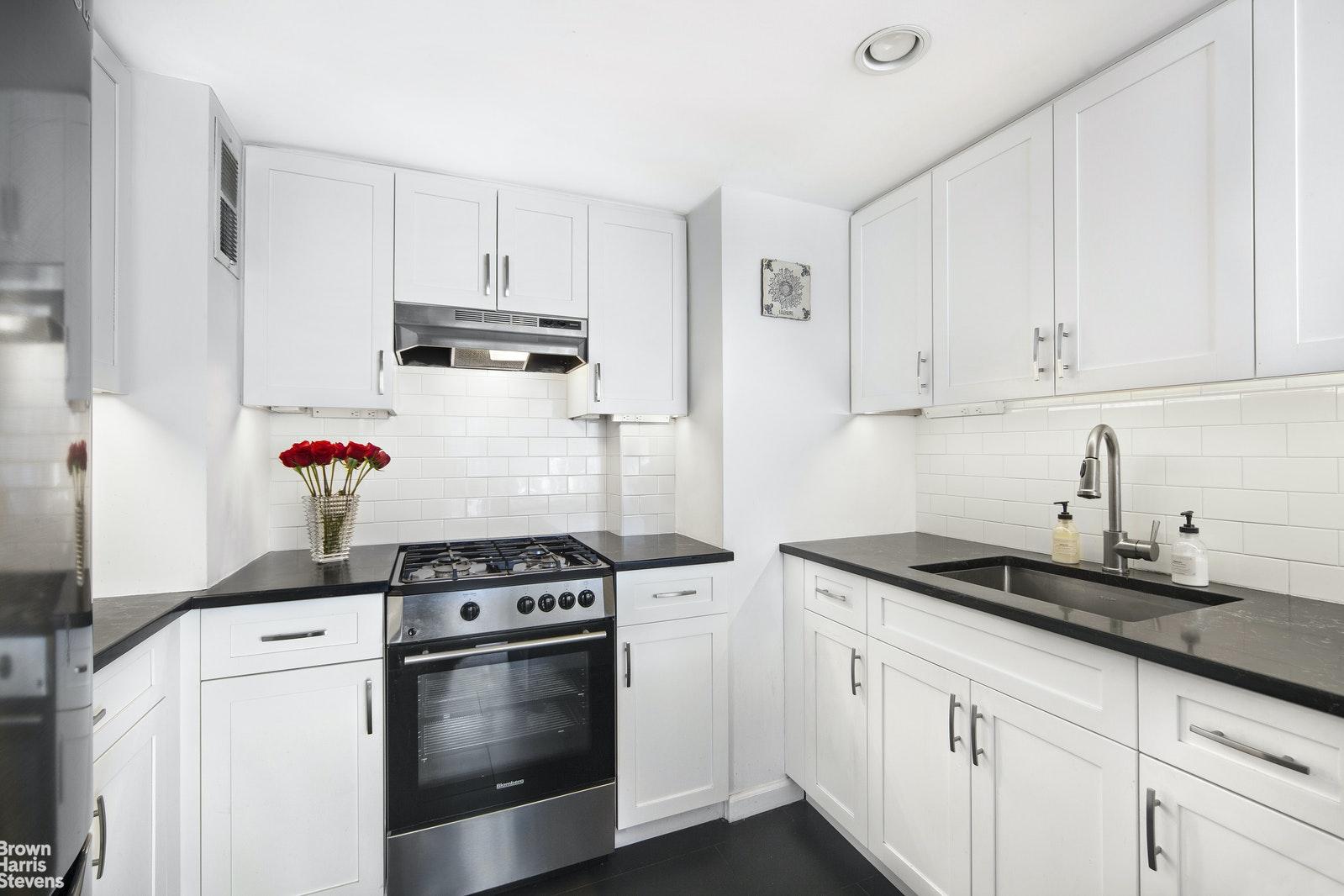 251 EAST 32ND STREET 19F, Murray Hill Kips Bay, $599,000, Web #: 20650228
