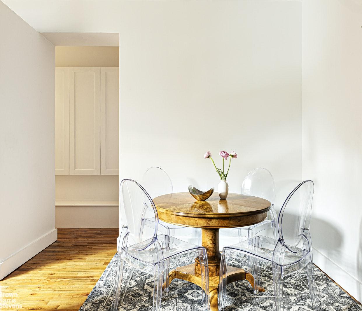 15 EAST 10TH STREET 5D, Greenwich Village, $1,150,000, Web #: 20786280