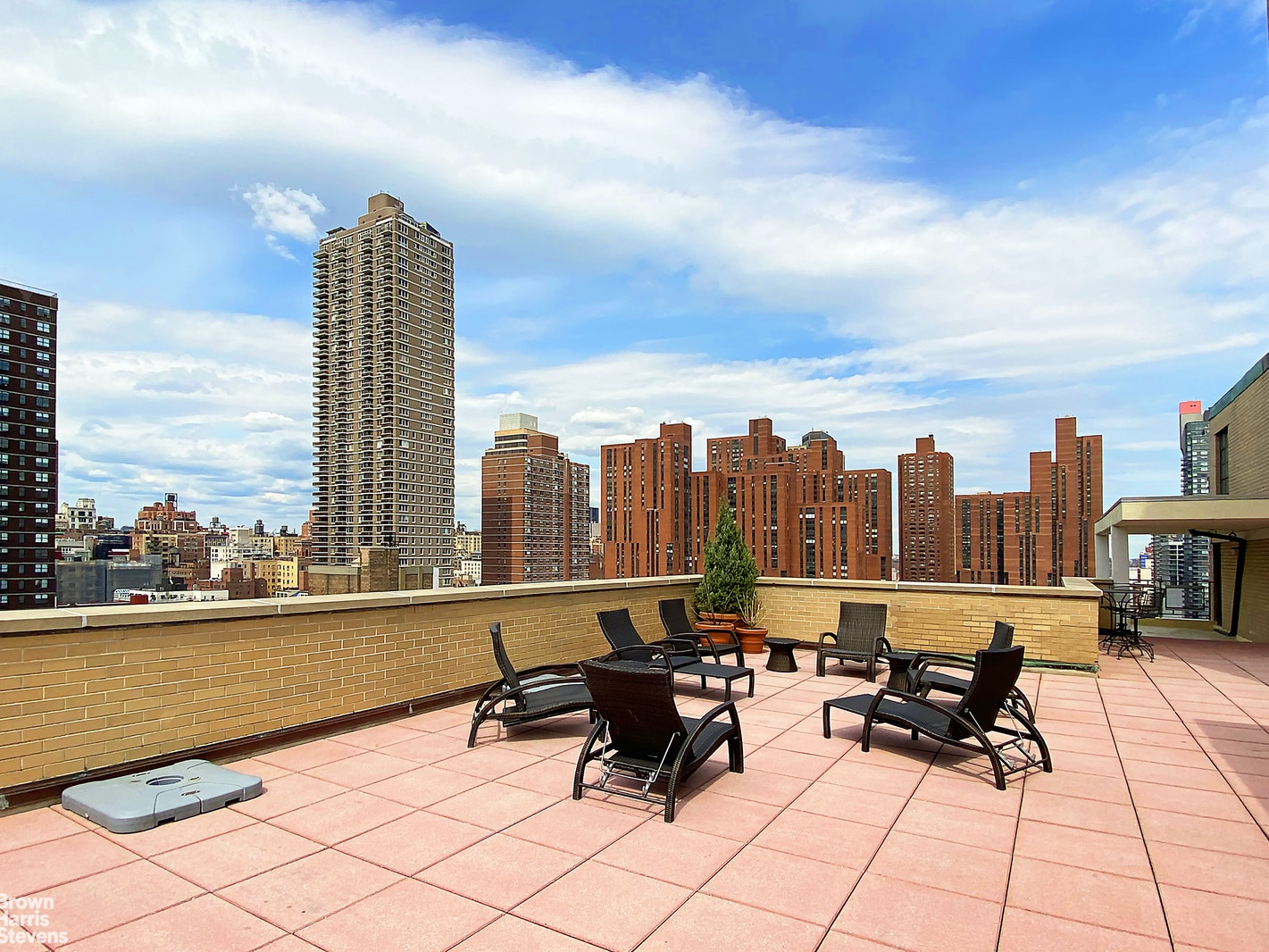 245 EAST 87TH STREET 4B, Upper East Side, $1,000,000, Web #: 20841302