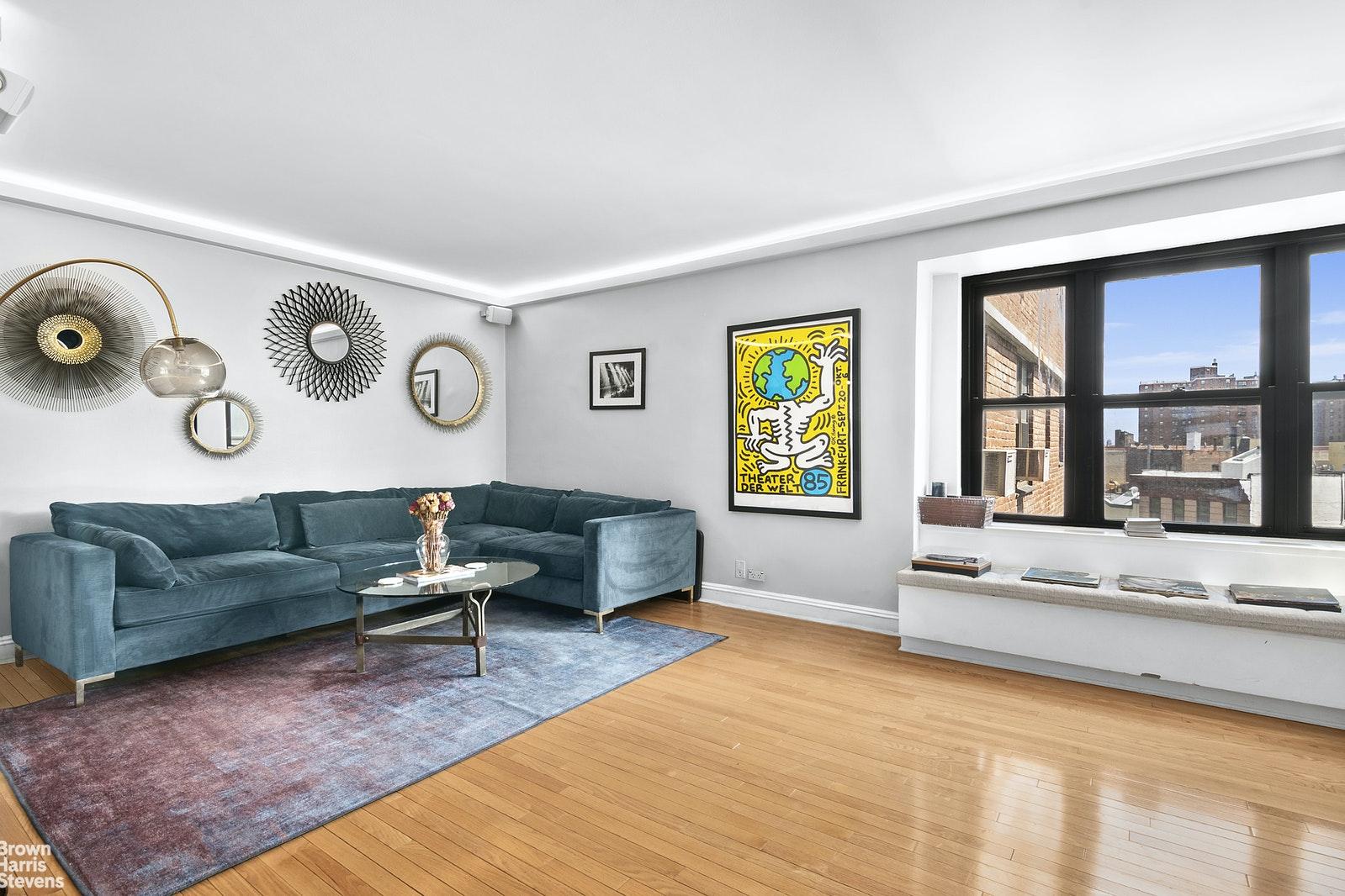208 EAST BROADWAY J701, Lower East Side, $899,000, Web #: 20882829