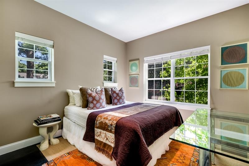 34 Longview Road, Southampton, $1,295,000, Web #: 33696