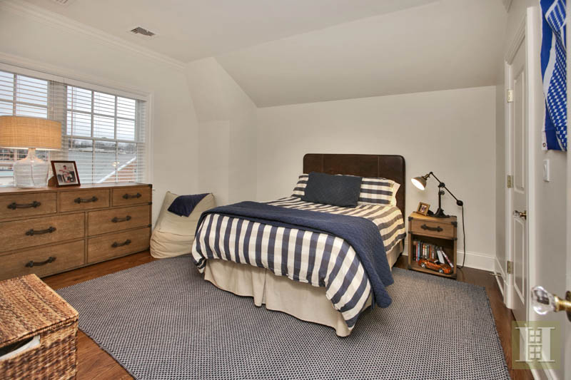 Additional photo for property listing at 2 MAPLE STREET  New Canaan, Connecticut,06840 Vereinigte Staaten