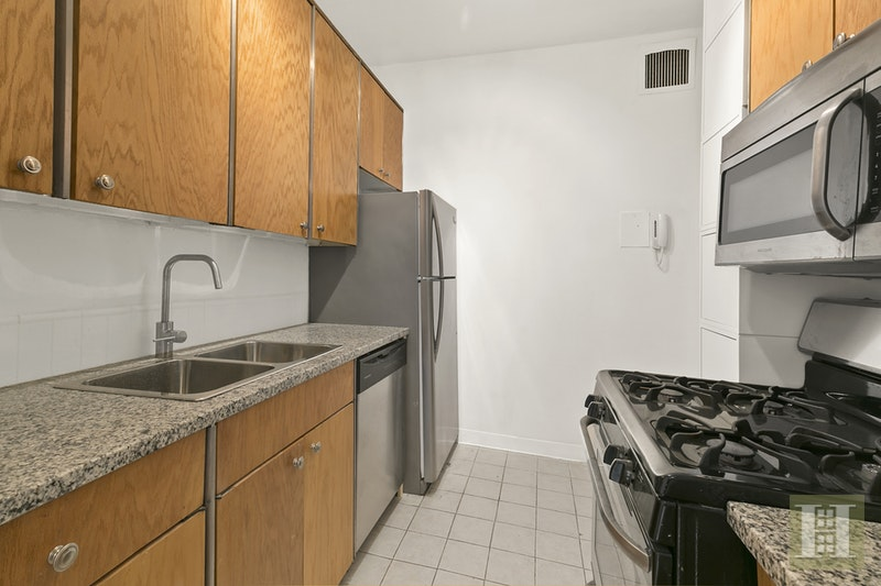 58 WEST 58TH STREET, Midtown West, $4,200, Web #: 9912926