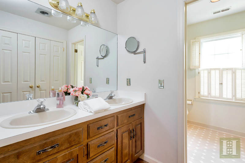 Additional photo for property listing at 143 EAST AVENUE  New Canaan, Connecticut,06840 Stati Uniti