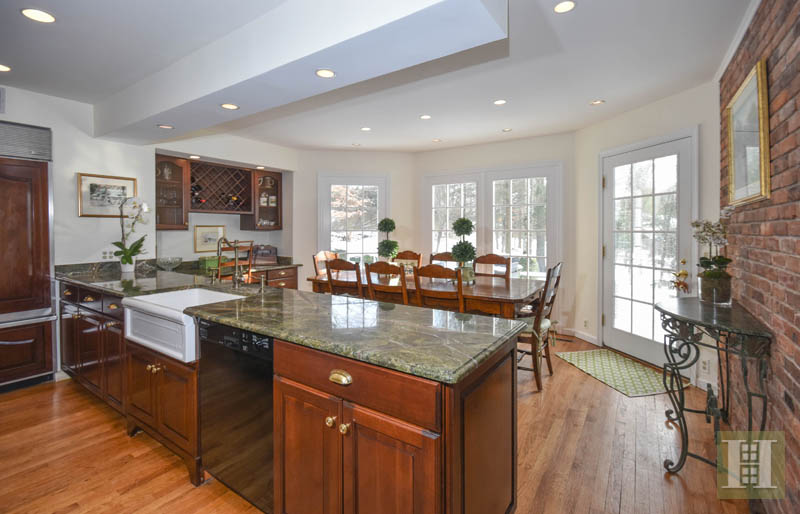 Additional photo for property listing at 32 FITCH LANE  New Canaan, Connecticut,06840 United States