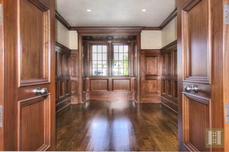 Additional photo for property listing at 2 SETTLERS TRAIL  Darien, Connecticut,06820 United States